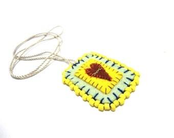 escapulario felt necklace