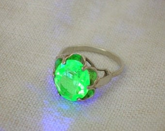 Uranium Glass Ring: Sterling Silver Sarah Coventry, 1960s/70s Mod era