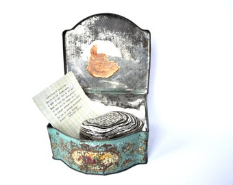 The Travelling Pebble Assemblage, Tin Box, Paper and Stone