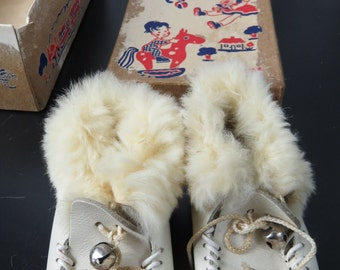 Vintage 1950's Era Childrens Indian Native American White Moccasins box V