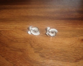 vintage clip on earrings silvertone bow