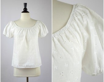 Vintage white floral peasant blouse / embroidered folk top
