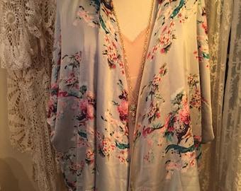 Gorgeous vintage silk kimono beautiful floral dress up or down! Free size flowy