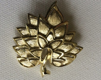 And Every Leaf A Flame Simple Gold Textured Leaf Brooch