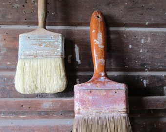 Well Used Vintage Wooden Handled Paint Brushes    China Bristles