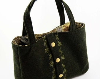 FELTED Olive Green WOOL SHOULDERBAG / Snowflake Design (Ooak) W Vintage Buttons from Upcycled Green Wool Sweater / Eco Friendly Gift #007