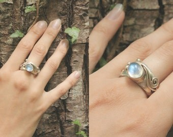 Mist Capture Moonstone Siver Ring