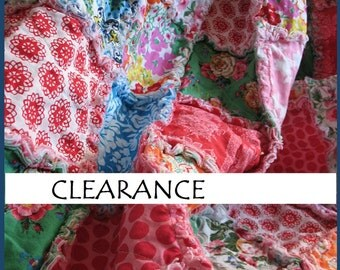 CLERANCE - Baby Rag Quilt - Jennifer Paganelli - whitle flannel - reversible