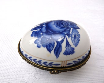 Jewelry Box - french Vintage box - Shaped Egg - Blue Flower - Delightful little box For Dressing Table - French porcelain