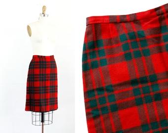 Vintage 1960s Pendleton skirt . Buffalo Girl . 60s plaid pencil skirt . 1960s plaid skirt . md / medium
