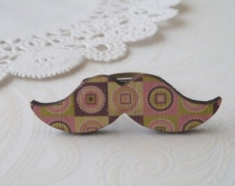 Brown, Pink & Green Pattern Moustache Ring