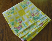 Retro Fruit Print Tablecloth / Yellow Vintage tablecloth / Cotton Tablecloth / Square tablecloth / Retro Kitchen Decor / Grapes / Apples