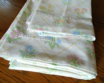 J C Penney Full Flat Sheet And Pillowcases / Double Bed Sheet / Vintage Floral Sheet / Cross Stitch Look / Pastel Flowers / No Iron Muslin