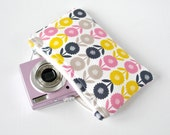 Gadget padded camera mini make up pouch retro 50s daisy floral blooms print in mustard yellow, navy blue, grey and pink.