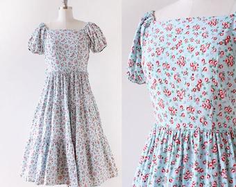 1950s Rose Print Dress / Off The Shoulder 1950s Dress / Cotton Day Dress / 1950s Cotton Dress / Tiered Skirt / Medium large / 30 Waist
