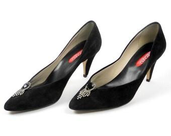 Bandolino black suede heels / rhinestone shoe clips / vintage black pumps / made in Italy / size 8 M