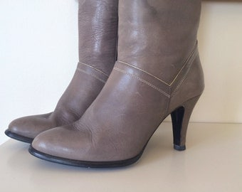 Vintage 1970s Grey Leather Heeled Boots - Norbury Size 7.5 Made in Brazil