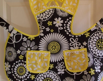 Flowered childs apron, size 2-3 kids apron, play apron, black and white and yellow apron
