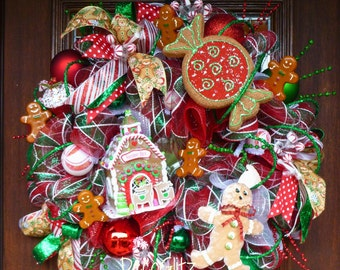 GINGERBREAD HOUSE Christmas Wreath with Lots of GINGERBREAD Men and Candies