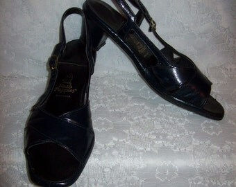 Vintage Ladies Navy Blue Leather Strappy Sandals by Hush Puppies Size 8 1/2 N Only 5 USD