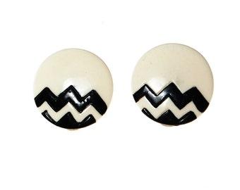 Black and White Chevron Disc Earrings, 1980s, Round, Pierced Earrings
