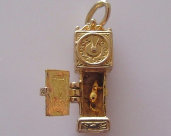 9ct Gold Grandfather Clock and Mouse Nursery Rhyme Charm Opens