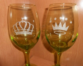 King and Queen Crowns Etched Wine Glasses - Wedding Gift Idea