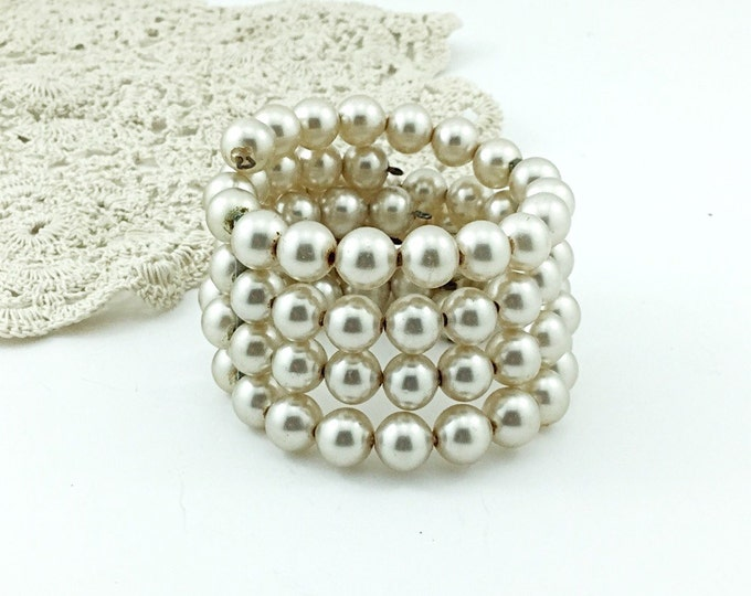 Creamy Faux Pearl Vintage Bracelet, 4 rows of Beads, Memory Stretch. Vintage Pearl Wedding Bracelet. Champagne Pearls. 4 strand bracelet.