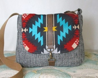 Albuquerque -- Messenger bag // Crossbody purse // Tribal // Southwestern // Adjustable strap // Travel purse // Vegan // Ready to ship