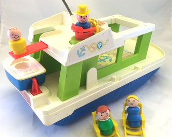 Vintage Fisher Price Play Family Happy Houseboat with Little People Family