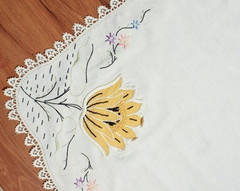 60's Tulip TABLE CLOTH // Flower Pocket // Embroidered Applique // Square