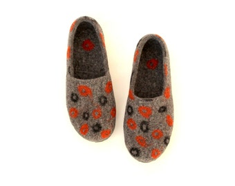 Women house shoes - felted wool slippers from merino wool - grey slippers - Mothers day gift made to order - unisex slippers - gift for her