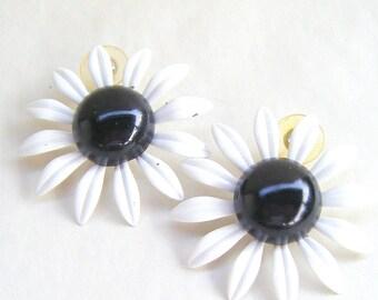 Vintage Metal Enamel Flower Post Earrings Black White Retro 1980s 1950s Floral Daisy Button Stud