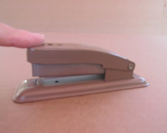 Vintage office supply , Swingline CUB , stapler , Made in USA . metal , tan small stapler , great for childern or school , space saving tool