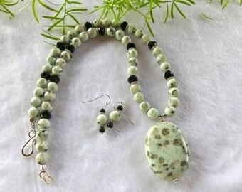 20 Inch Light Green Kiwi Jasper Pendant Necklace with Earrings