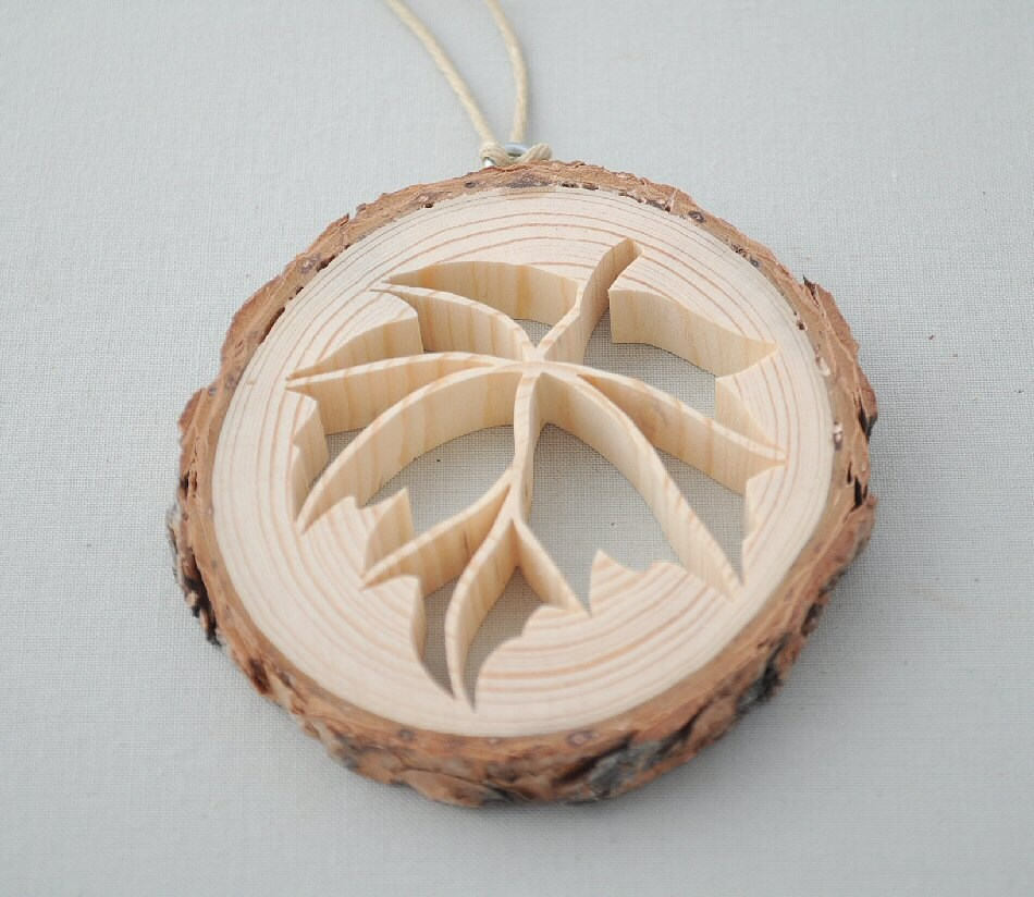leaf christmas ornament rustic pine wooden leaf scroll saw. Black Bedroom Furniture Sets. Home Design Ideas