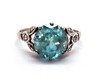 Beautiful Art Deco 18K White Gold Blue Zircon & Diamond Ring