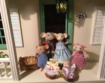 1: 12 mouse, needle felted mouse family, felt mouse, dollhouse mouse, miniature mouse, mouse family, woolen figurine, art mouse, felt mice