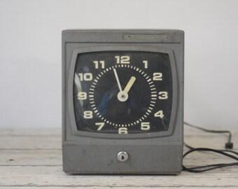 Vintage Cincinnati Time Recorder Co Time Clock Industrial Office Shop Heavy Model # 3051 Clock Works