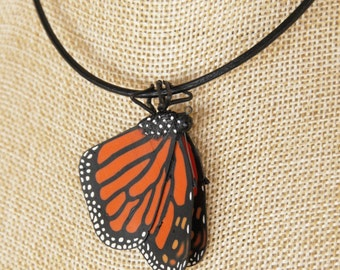 Simple Monarch Pendant Closed Wing