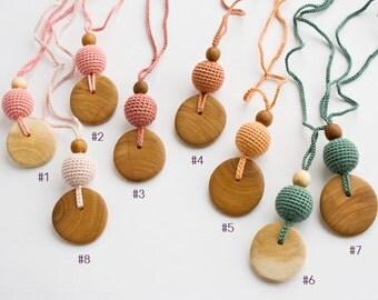 Silk & Wood Nursing Necklace, Baby Teether, Breastfeeding, Teething Jewelry, Eco-Friendly - Freja Toys