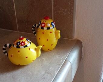 adorable sakura salt and pepper  ceramic shakers vintage