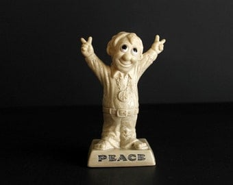 Vintage Peace Statue R & W Berries 1970 Kitsch Ross and Wallace Berries Sillisculpts Figurine