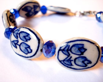 Delfts blue tulip bracelet. Dutch bracelet. Dutch tulip bracelet. Holland bracelet. Delft jewelry. Linnepin010