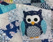 Custom baby quilt, owl quilt for nursery, your choice of colors: navy, grey green, yellow, or your own combination