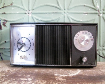 Vintage G.E. Clock Radio, General Electric A.M. Clock Radio, Working Retro Electronic Alarm Clock