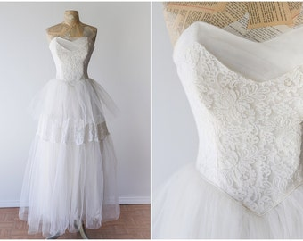 Lace and Tulle Vintage Wedding Dress - Strapless 1950's Wedding Gown - Romantic Sweetheart Wedding Dress - Size Extra Small