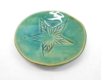 Pottery Soap Dish, Ceramic Soap Dish with Star, Pottery Trinket Dish, Ceramic Trinket Dish, Ring Dish, in Green with Star Imprint