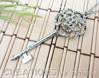 Flower Skeleton Key Pendant, Long Necklace Rhinestones Silver Tone Metal Floral Keys Vintage FREE SHIPPING (460)