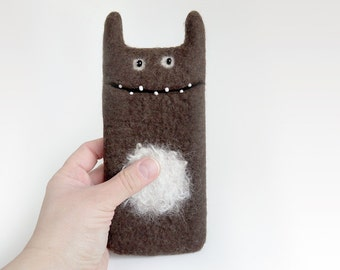 Felt wool cases for iPhone 6 / 6S, Monster felted phone case, chocolate